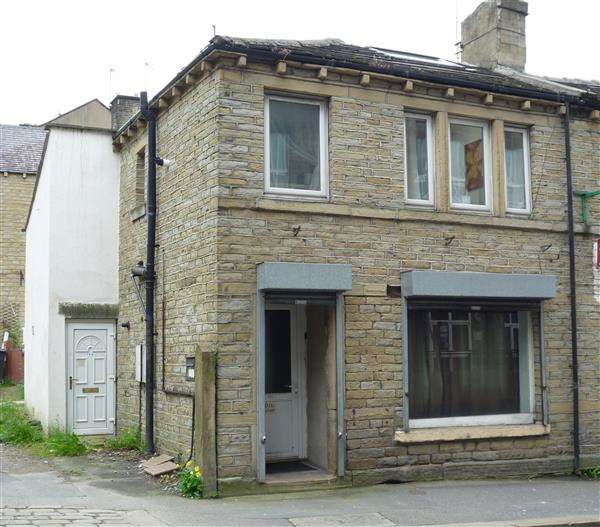 2 Bedrooms Flat for sale in Market Street, Milnsbridge, Huddersfield