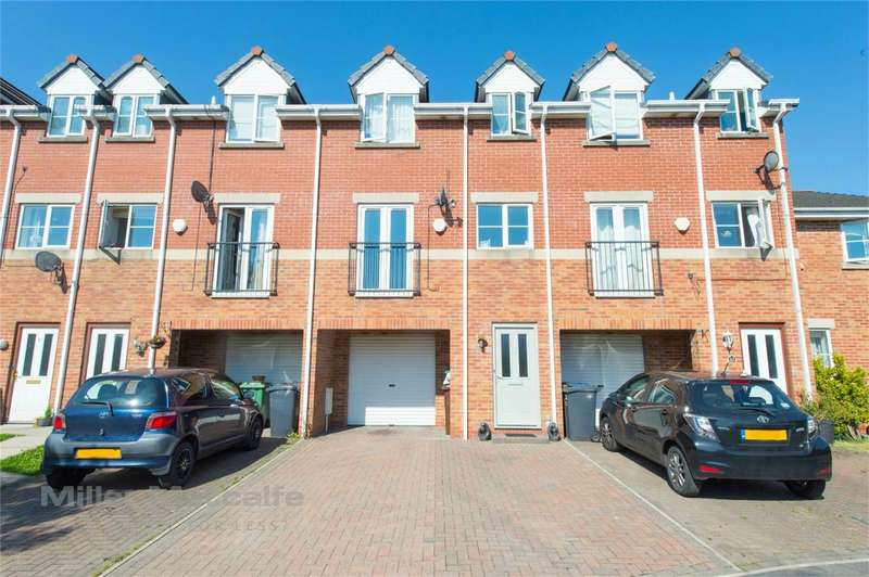 4 Bedrooms Town House for sale in Hayling Close, Brandlesholme, Bury