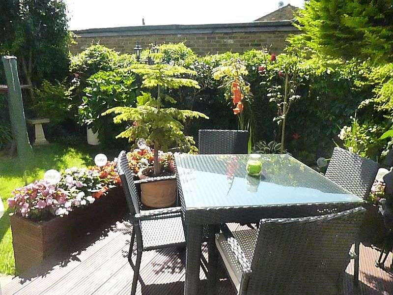 1 Bedroom Terraced House for sale in Russell Gardens, Sipson