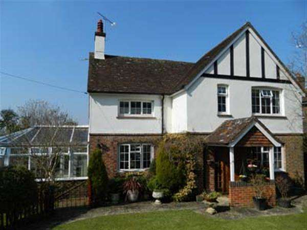 3 Bedrooms Detached House for sale in Haslemere Road, Fernhurst, Surrey, GU27