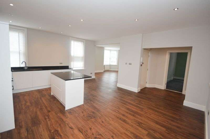 3 Bedrooms Flat for sale in Old Town