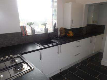 2 Bedrooms Flat for sale in Buxton Road, Stockport, Greater Manchester
