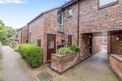 2 Bedrooms Maisonette Flat for sale in Wesley Close, Nantwich, Cheshire
