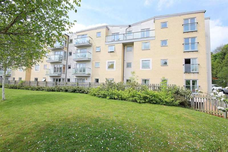 2 Bedrooms Apartment Flat for sale in SPACIOUS 2 BED WITH PARKING Nr TOWN CENTRE, Gadebury Heights, HP1