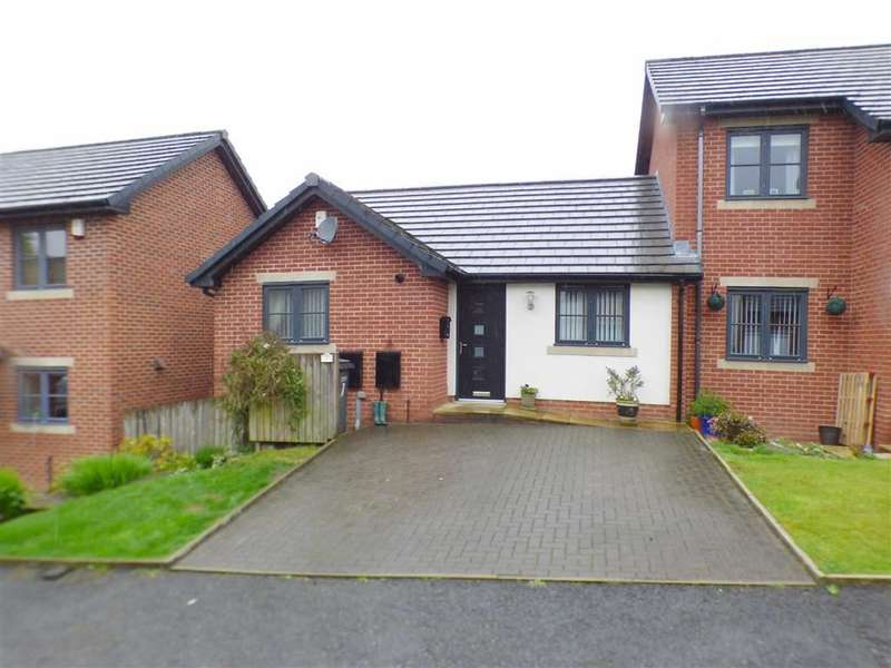 3 Bedrooms Property for sale in Owls Gate, Lees, Oldham