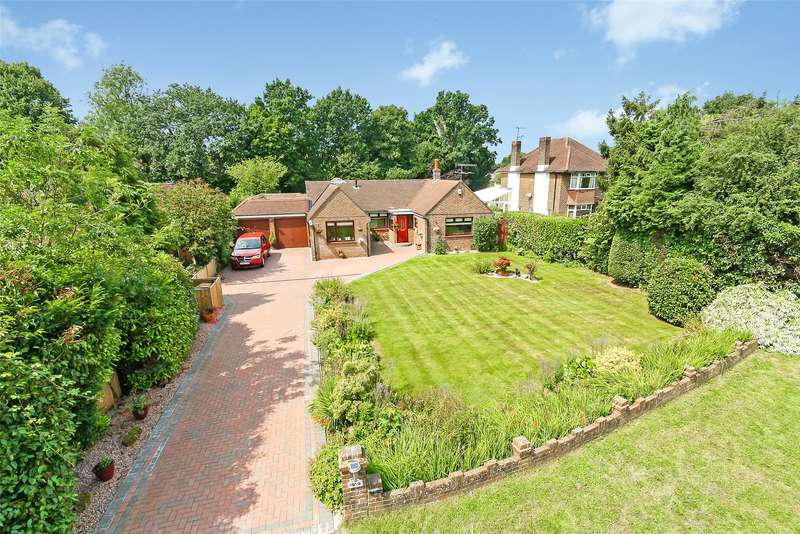 4 Bedrooms Detached Bungalow for sale in Wolverton Gardens, Horley, RH6