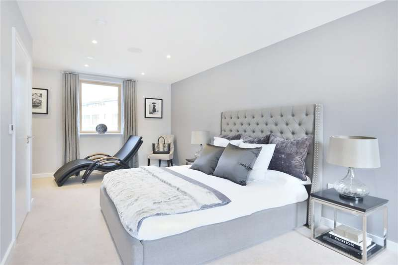 3 Bedrooms Flat for sale in Edward's Cottages, London, N1