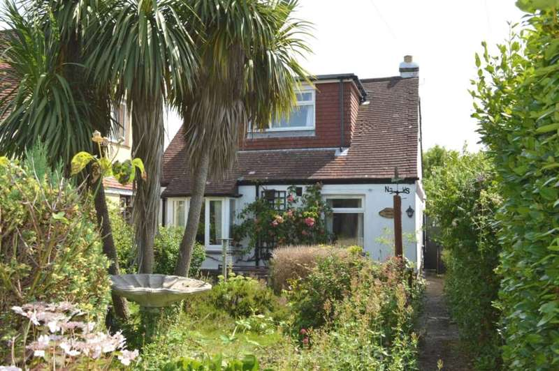 3 Bedrooms Detached Bungalow for sale in Wych Lane, Gosport