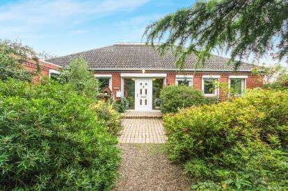 3 Bedrooms Bungalow for sale in Butt Lane, Tattershall, Lincoln, Lincolnshire
