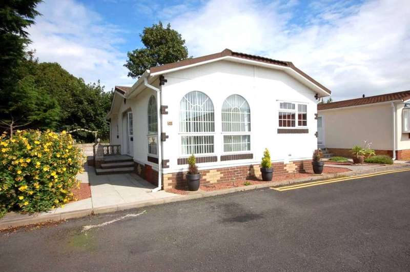 2 Bedrooms Park Home Mobile Home for sale in Lotus Drive, Carr Bridge Residential Park