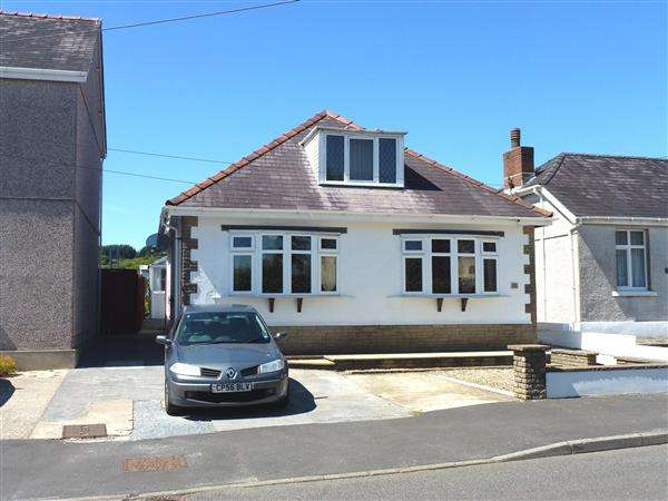 3 Bedrooms Detached Bungalow for sale in Llandeilo Road, GORSLAS, Llanelli