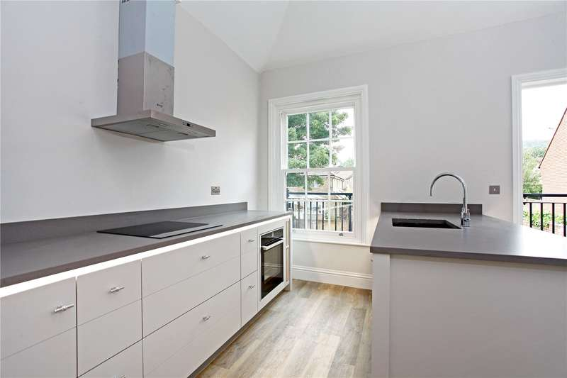 2 Bedrooms Flat for sale in Cormorant Place, High Street, Westerham, Kent, TN16