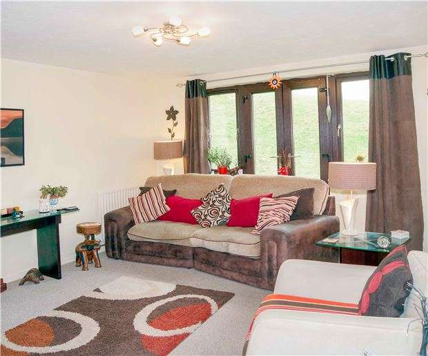 2 Bedrooms Flat for sale in Kensington Court, BATH, BA1