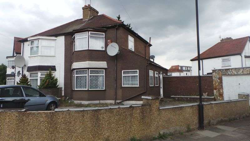 3 Bedrooms Semi Detached House for sale in Amersham Avenue, Edmonton, N18