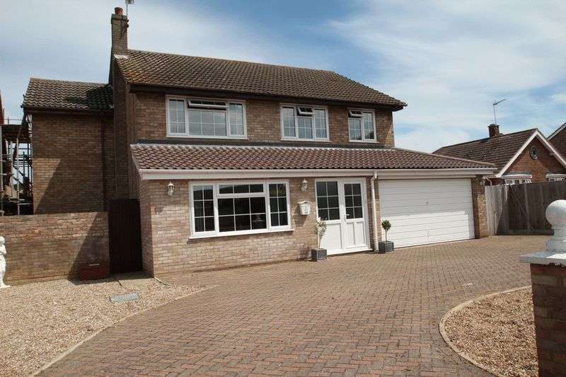 4 Bedrooms Detached House for sale in Leathway, Ormesby, Great Yarmouth