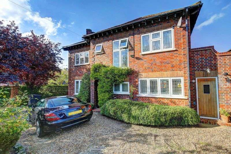 4 Bedrooms Detached House for sale in Woodlands Avenue, New Malden KT3