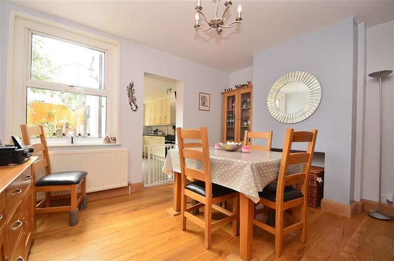 3 Bedrooms Detached House for sale in Rothes Road, Dorking, Surrey