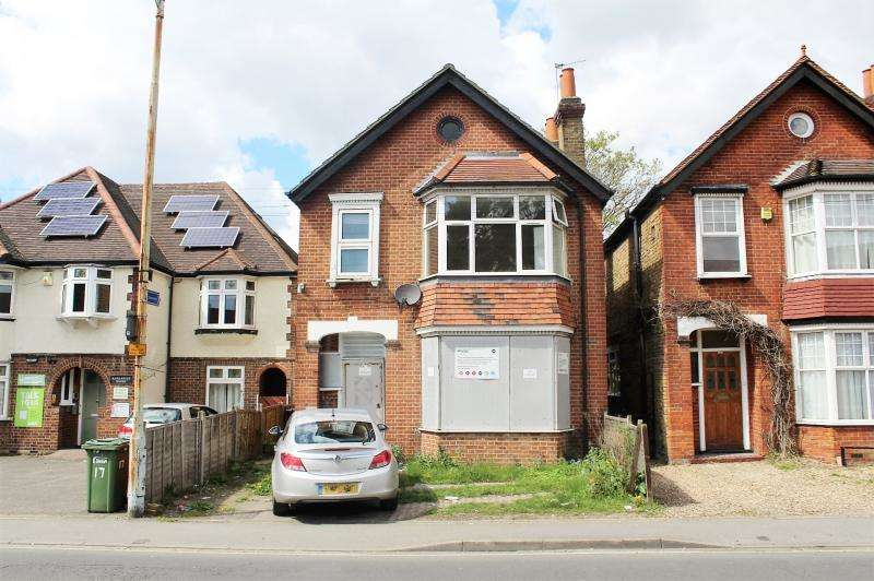 3 Bedrooms House for sale in Uxbridge Road