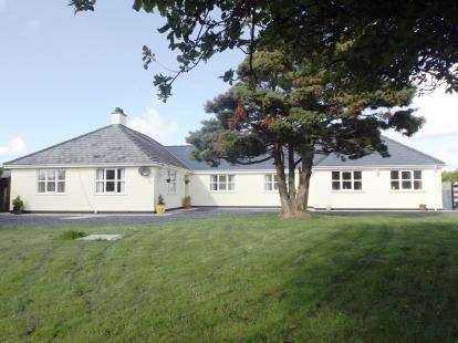4 Bedrooms Bungalow for sale in Dwyran Road, Brynsiencyn, Anglesey, LL61