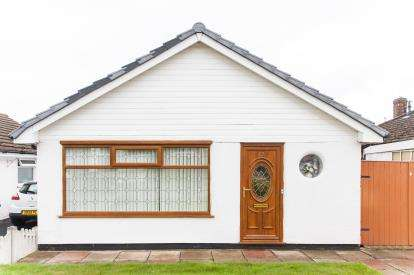 3 Bedrooms Bungalow for sale in Clive Road, Westhoughton, Bolton, Greater Manchester, BL5