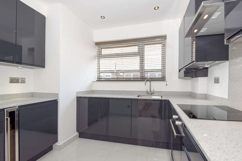 2 Bedrooms Flat for sale in Palmerston Road, Wood Green