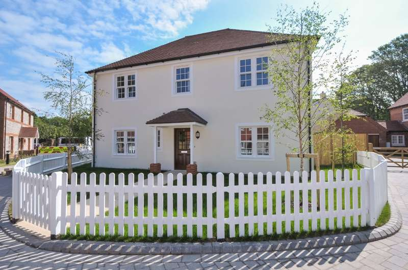 4 Bedrooms Detached House for sale in Roman Fields, Chichester, PO19