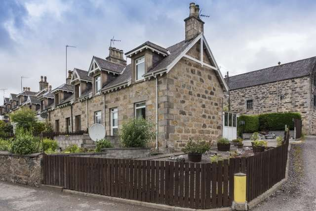 3 Bedrooms Cottage House for sale in Cardhu Distillery Cottages, Knockando, Aberlour, AB38 7RZ