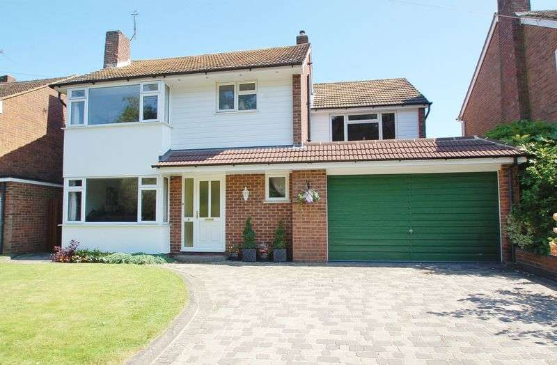 4 Bedrooms Property for sale in Holmer Green