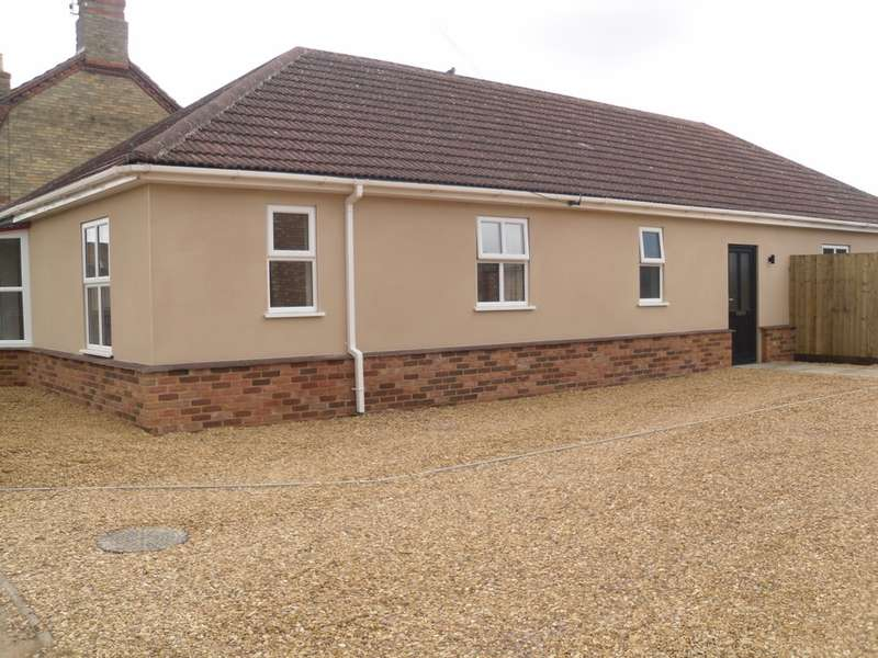 4 Bedrooms Bungalow for sale in Bassenhally Road, Whittlesey, PE7
