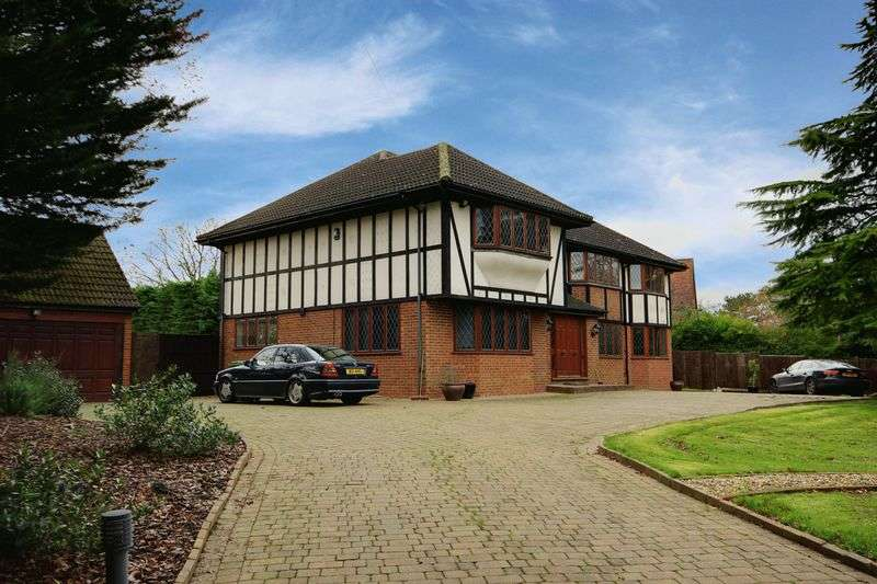 5 Bedrooms Detached House for sale in Halstead Hill, Goffs OaK