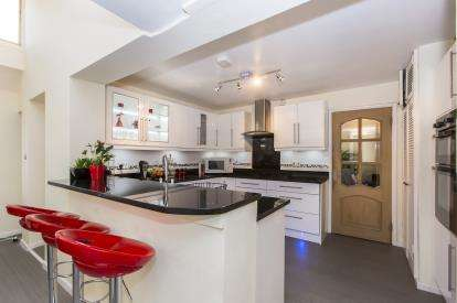 4 Bedrooms Detached House for sale in Gransmoor Grange, Sussex Gardens, Hucclecote, Gloucester