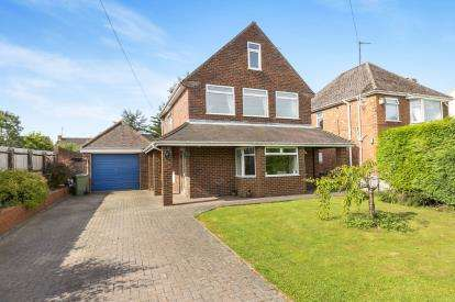 3 Bedrooms Detached House for sale in Elmgrove Road East, Hardwicke, Gloucester, Gloucestershire
