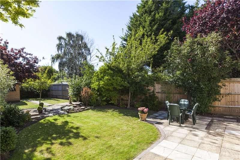 4 Bedrooms Detached House for sale in Dorney Grove, Weybridge, Surrey, KT13