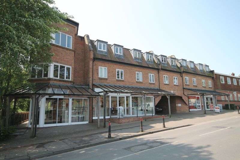 2 Bedrooms Flat for sale in Keymer Road, Hassocks, West Sussex,