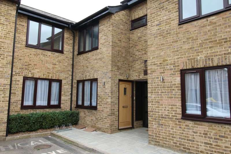3 Bedrooms Flat for sale in Archer Mews, Hampton Hill, Hampton, TW12