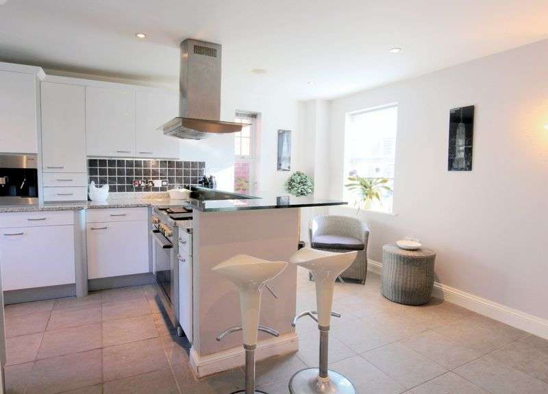 5 Bedrooms Detached House for sale in Ashbourne Drive, Wychwood Park, Weston