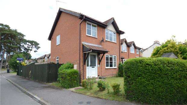 3 Bedrooms Link Detached House for sale in Cypress Road, Whitehill, Bordon