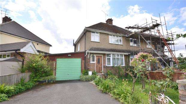 3 Bedrooms Semi Detached House for sale in Deepfield Road, Bracknell, Berkshire