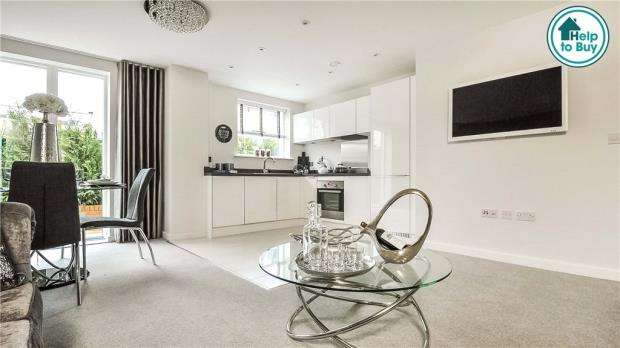 2 Bedrooms Apartment Flat for sale in Sullivan Road, Camberley, Surrey