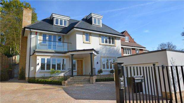 6 Bedrooms Detached House for sale in Gregories Road, Beaconsfield