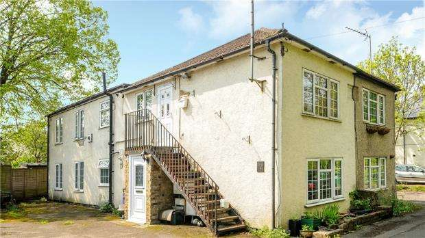 2 Bedrooms Maisonette Flat for sale in Manor Place, Staines-upon-Thames, Surrey