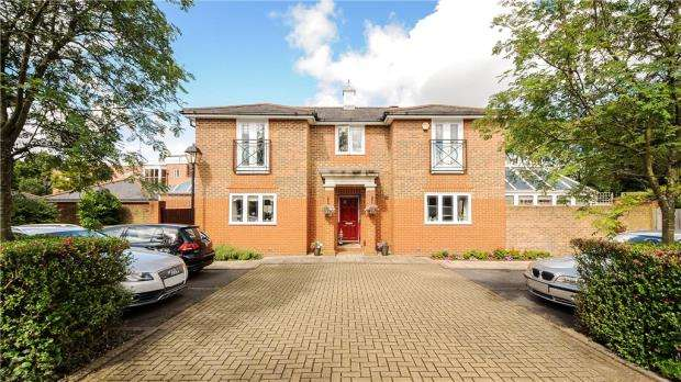 4 Bedrooms Detached House for sale in Chaucer Close, Windsor, Berkshire