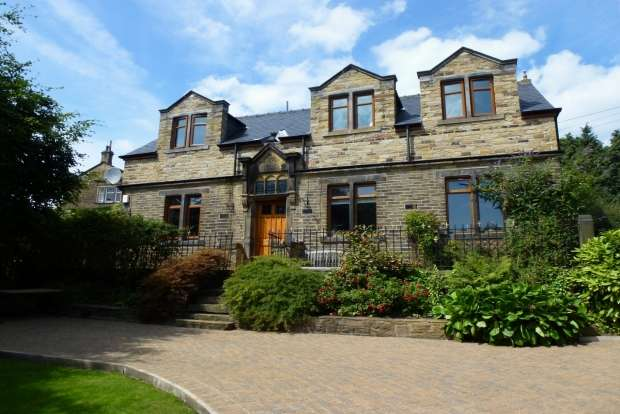 3 Bedrooms Detached House for sale in LEEDS ROAD HIPPERHOLME HALIFAX