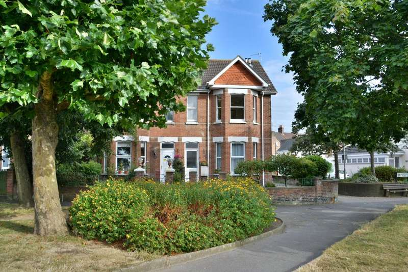2 Bedrooms Apartment Flat for sale in Heckford Park, Poole, BH15 2LD