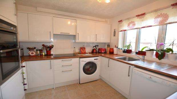 2 Bedrooms Apartment Flat for sale in Beech Close, Flackwell Heath