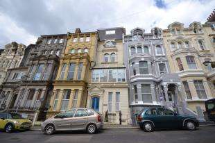 2 Bedrooms Flat for sale in Invergordon House, 5 Warrior Gardens, St. Leonards-On-Sea, East Sussex