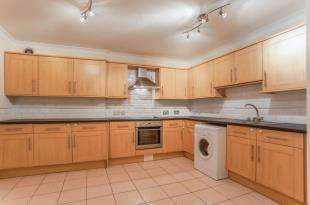 1 Bedroom Flat for sale in Mossys Mews, 84A Luton Road, Chatham, Kent