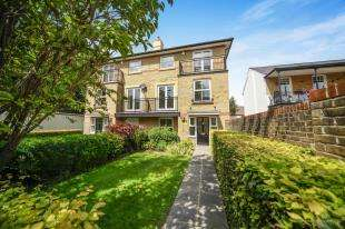 4 Bedrooms Semi Detached House for sale in Weston Drive, Caterham, Surrey