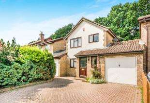 3 Bedrooms Detached House for sale in Athelstan Close, Worth, Crawley, West Sussex