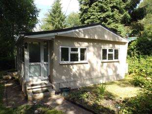 2 Bedrooms Mobile Home for sale in Blackbird Hill, Turners Hill Park, Turners Hill, West Sussex